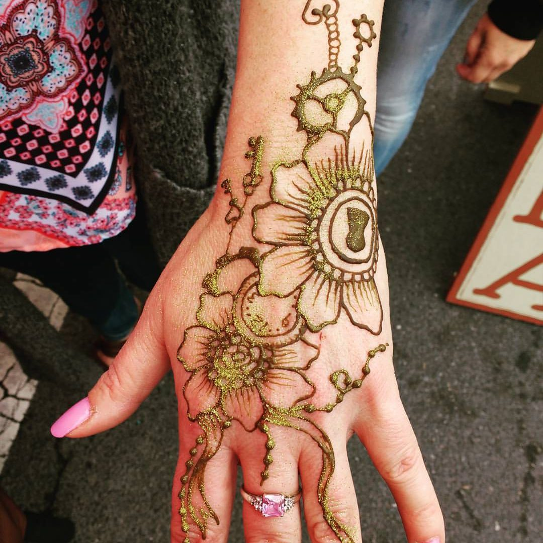 happy henna guy